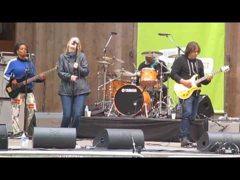 Joan Osborne Soundcheck-Let's Just Kiss And Say GoodBye, Stern Grove 7-17-2016