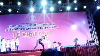 Lâm Chấn Khang hài hước cùng trẻ con ở Cao Lãnh