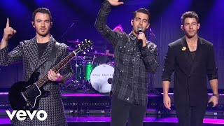 "Gambar cover Jonas Brothers - ""Only Human"" (Live At The 2019 American Music Awards)"