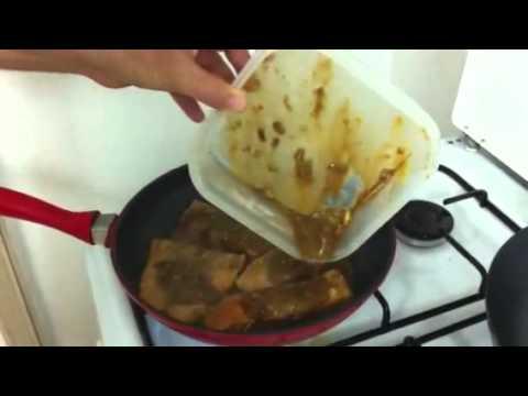 יאיר מכין פילה סלמון במחבת - טעים נורא