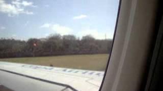 Saliendo del aeropuerto Gustavo Rojas Pinilla de San Andres isla.MPG