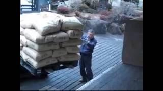 福島県へ緊急支援物資11トントラックで輸送。協同組合シースアール csr.or.jp