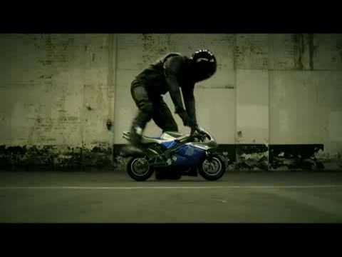 funny-commercial-yamaha-r1