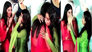EMOTIONAL Jhanvi  & Khushi HUGS & BREAKS DOWN Remembering Mother Sridevi   Dhadak Trailer Launch