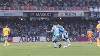 小林 悠(川崎F)が左足でのシュートをネットに突き刺し、川崎Fが立て...