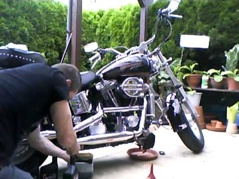 lwechsel bei harley davidson youtube. Black Bedroom Furniture Sets. Home Design Ideas