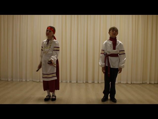 Изображение предпросмотра прочтения – «Илья и Снежана Манаховы» читает произведение «Во кузнице» (Русский фольклор )