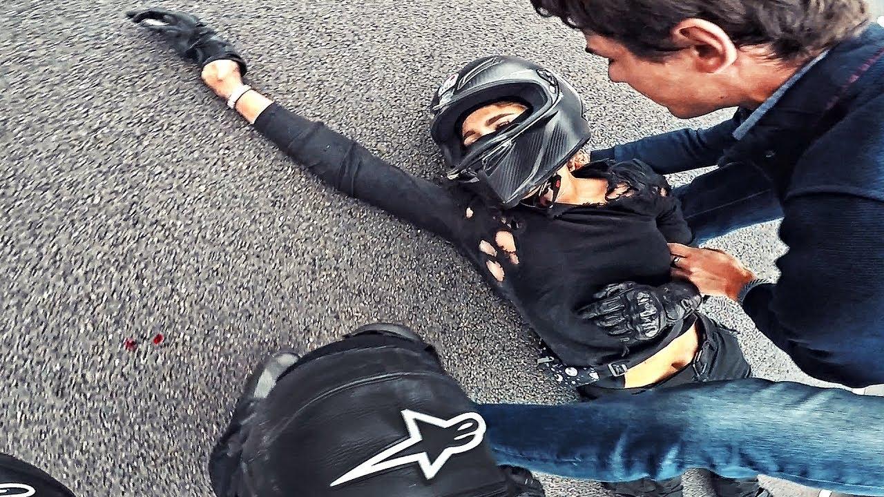 Мото девушка врезалась в отбойник на скорости 180 км в час - Не зашла в поворот на спортбайке