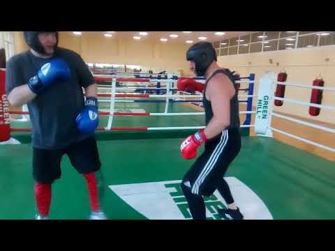 Два опытных боксёра...