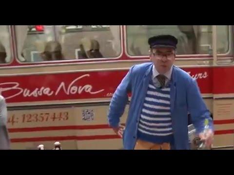 Stadtrundfahrten Comedy Bus Tour Hannover Oldtimer Bussanova Hausmeister Bloch Comedybus