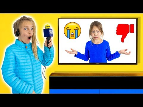 Amelia & Avelina kids pretend play being a youtube interviewer