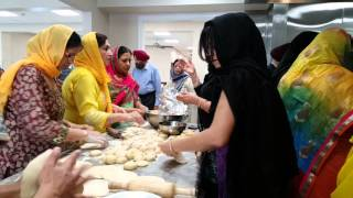 Thumka Restaurant, chef Moti sing making live jalabi
