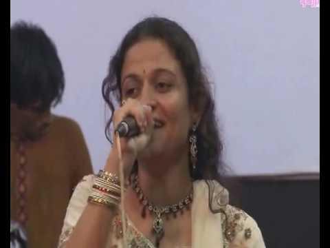 old-is-gold-gujarati-garba-song-live---amba-abhay-pad-dayani-re