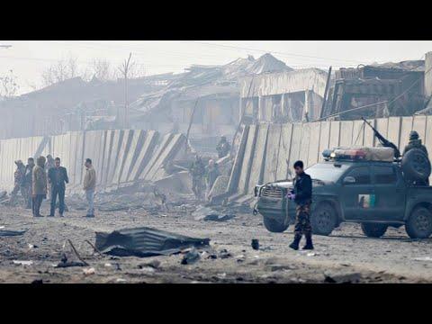 أفغانستان: أكثر من 100 قتيل في هجوم لطالبان على مجمع عسكري وسط البلاد  - نشر قبل 19 دقيقة
