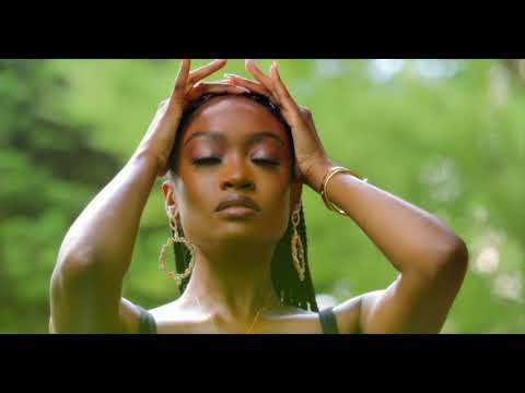 Смотреть клип Kayla Brianna - Details