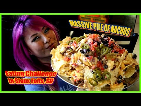 MASSIVE 5lb Pile of Nachos in Sioux Falls, South Dakota - CrazyMagicTour #RainaisCrazy