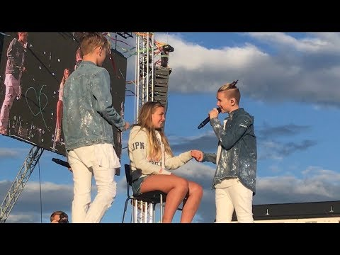 Marcus & Martinus- First kiss (Voldsløkka, Oslo) BRINGS GIRL UP ON STAGE!