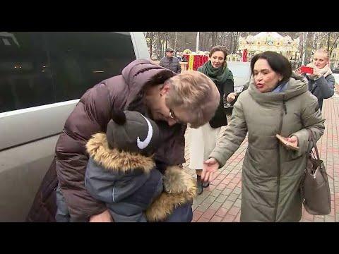 Брошенных в Шереметьеве детей отправили к бабушке