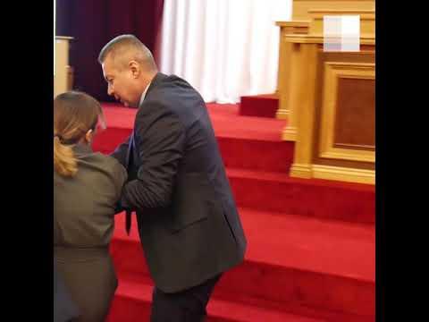 На общественных слушаниях по бюджету Башкирии докладчика вывели охранники | Ufa1.RU
