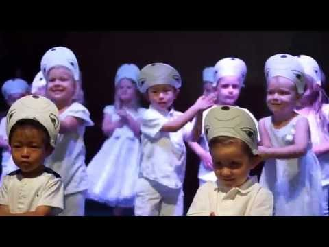 Baby Beluga : Pre-schoolers from Little School of the West.