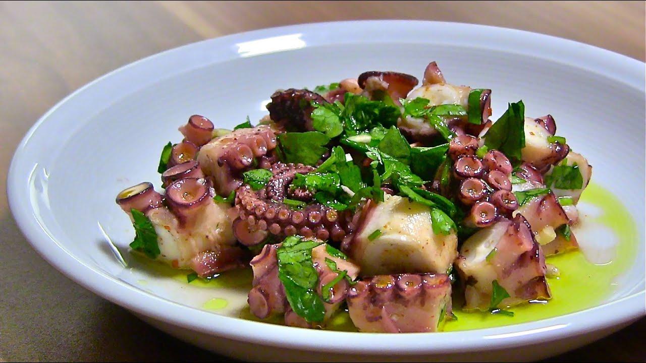 octopus oktopus salat octopus salad vorbereiten zubereiten insalata di pulpo youtube. Black Bedroom Furniture Sets. Home Design Ideas
