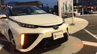 中古自動車販売店にて。 とても未来的な車です!! トヨタから販売され...