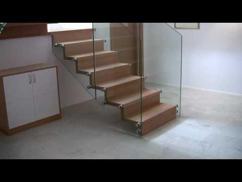 Scale a giorno in vetro e legno per arredamenti interni - Scale rivestite in legno per interni ...