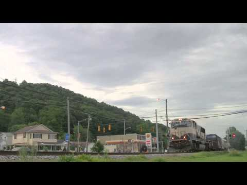 Norfolk Southern Mixed Freight with a BNSF SD70MAC in West Virginia [HD]