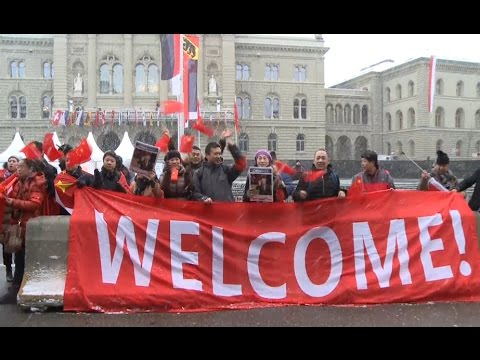 Overseas Chinese in Berne Welcome President Xi Jinping