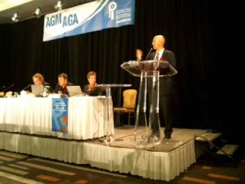 Kevin Page former PBO adressing the 2013 AGM / S'adresse à l'AGA