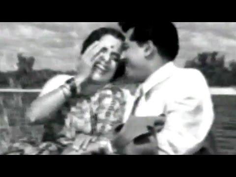 Suryakant ,Usha Kiran - Manasala Pankh Astat , Romantic Scene 5/22