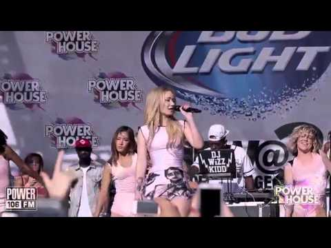 Nicki Minaj VS Iggy Azalea (Live Performances)