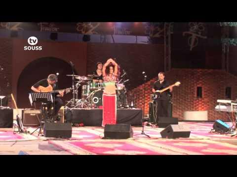 B-Hind مغنية مغربية مقيمة بهولاندة تتحف جماهير تيميتاربمسرح الهواء الطلق بأكادير 2013