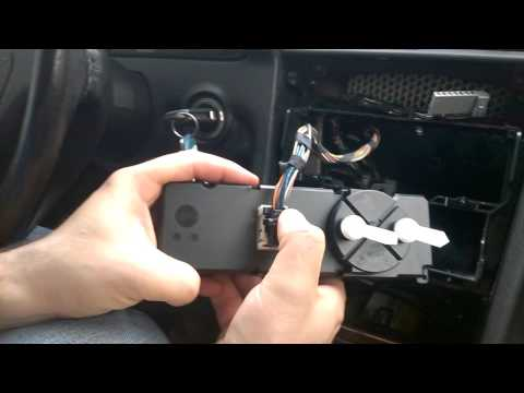 Mercedes C-Class W202. Демонтаж средней консоли с заменой лампочек подсветки печки. Часть 1.