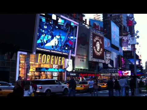 New York Time Square 2011 - Filmed with iPhone 4 (Video 2) HD
