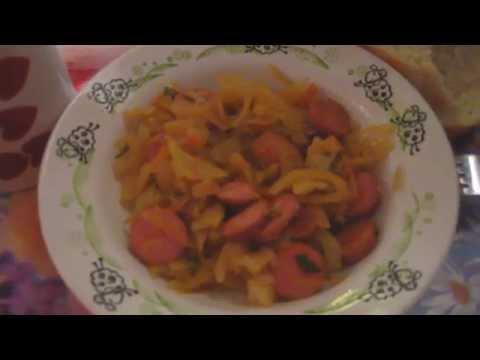 Очень вкусно.Тушеная капуста с сосисками!(20.10.2015)
