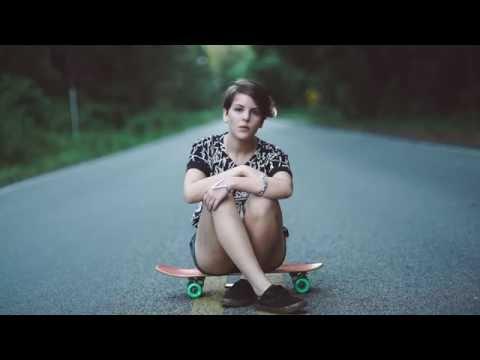 Julia Sicone - Yellow Sweater(Oficial Music Video)
