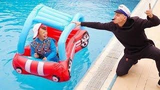 Ali kaçıyor ve Child Ali quickly goes on toy car