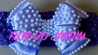 Laço de fita de cetim com meia pérolas e dobras – Satin ribbon bow