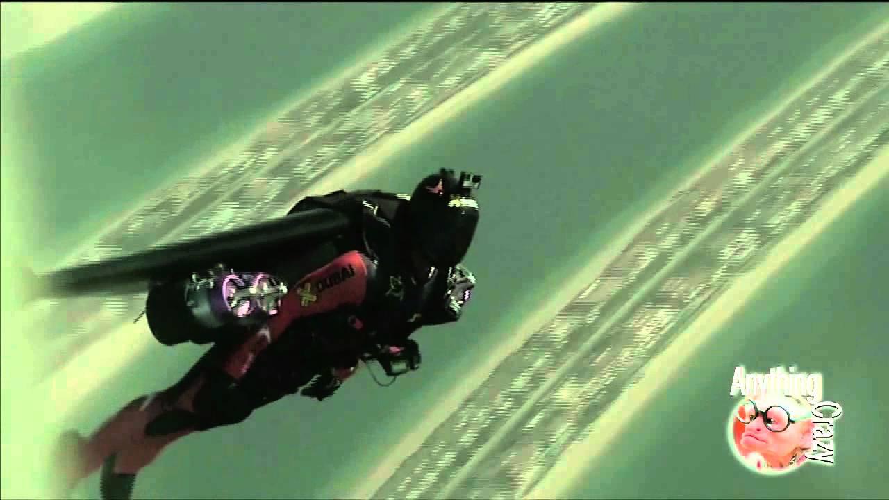 JETPACK FLIGHT OVER DUBAI YouTube - Crazy video of two guys flying jetpacks over dubai