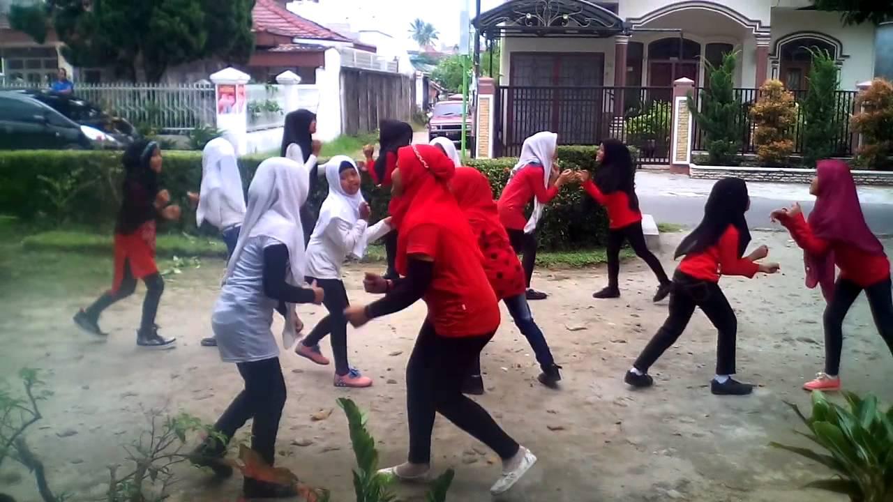 video latihan menari anak TK kartika 1-54 Padang untuk persiapan tari massal 2016