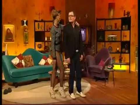 Rihanna Teaches Alan Carr How To Dutty Wine!