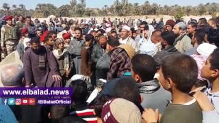 الآلاف يشيعون جثمان شهيد «جبل الحلال» بمسقط رأسه بسوهاج.. فيديو وصور