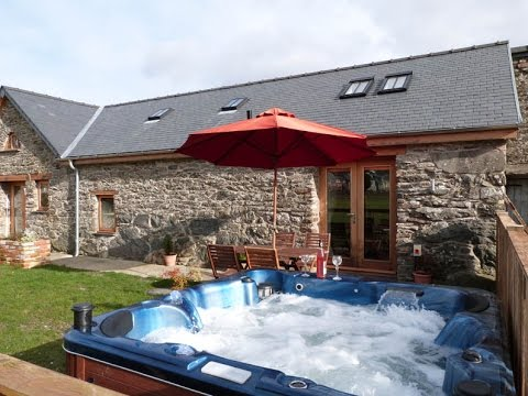 Bala self catering cottage with hot tub facilities youtube for Cottages with sauna and hot tub