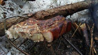 мясо на костре в лесу