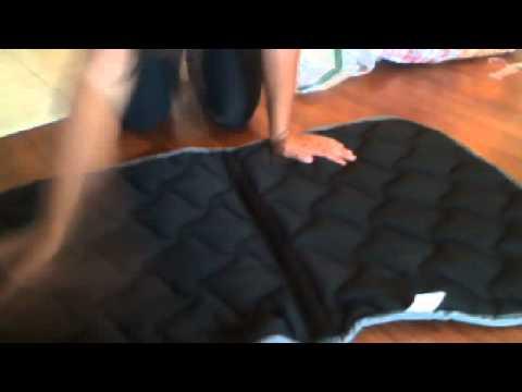 comment nettoyer son tapis d 39 equitation youtube. Black Bedroom Furniture Sets. Home Design Ideas