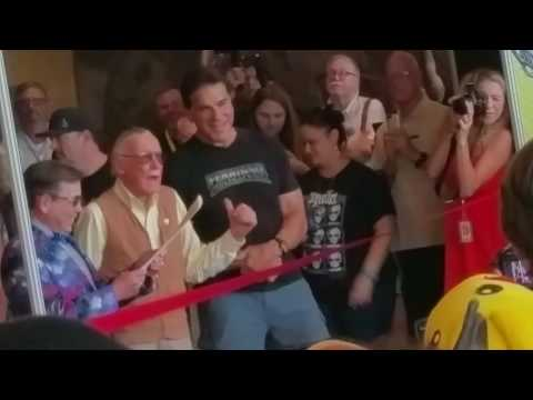 Palm springs Comic Con 2016, ft Stan Lee cutting ribbon