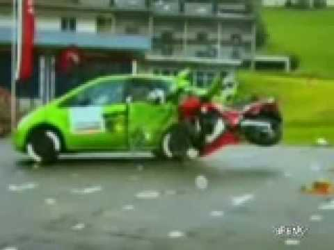 crash test moto contre voiture youtube. Black Bedroom Furniture Sets. Home Design Ideas