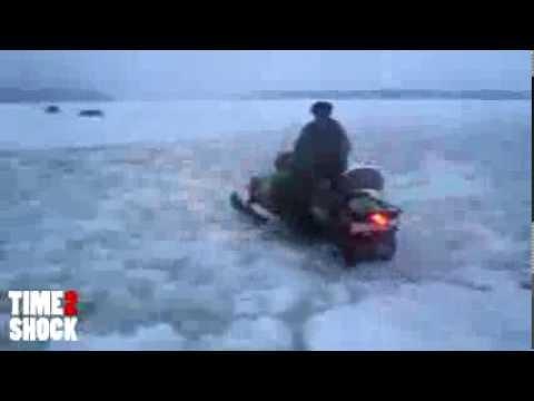 Утонул снегоход Буран