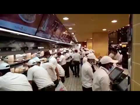 How employees works in 'Al Baik' Shops - Most Famous Arabic Style of KFC !